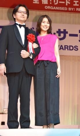 『第28回 日本ジュエリー ベストドレッサー賞』表彰式に出席した石田ゆり子(右) (C)ORICON NewS inc.