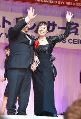 『第28回 日本ジュエリー ベストドレッサー賞』表彰式に出席した桃井かおり(右) (C)ORICON NewS inc.