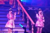 「てもでもの涙」を披露した(左から)菅原りこ、山口真帆『NGT48 1周年記念コンサート in TDC〜Maxときめかせちゃっていいですか?〜』より(C)AKS