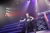 「愛しさのアクセル」でバトントワリングを披露した加藤美南=『NGT48 1周年記念コンサート in TDC〜Maxときめかせちゃっていいですか?〜』より (C)AKS