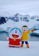 南極上陸を果たしたドラえもんとのび太(C)藤子プロ・小学館・テレビ朝日・シンエイ・ADK 2017