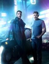 映画『ブレードランナー 2049』(2017年10月27日公開)新旧ブレードランナー(左から)ライアン・ゴズリング、ハリソン・フォード
