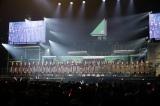 欅坂46(左)&けやき坂46(右)総勢32人が登場