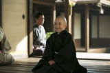 NHK大河ドラマ『おんな城主 直虎』第4回より。頭を丸めて出家したおとわ(新井美羽)(C)NHK