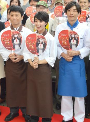 ドラマ『グ・ラ・メ!』presents 夏祭りスペシャルイベントに出席した(左から)三宅弘城、高橋一生、剛力彩芽 (C)ORICON NewS inc.