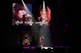 山本彩は渡辺美優紀に贈った卒業ソング「今ならば」を熱唱(C)AKS