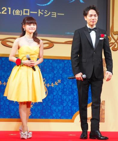 ミニスカート姿の昆夏美さん