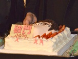 映画『破門 ふたりのヤクビョーガミ』大ヒット御礼舞台あいさつに登場したケーキ (C)ORICON NewS inc.