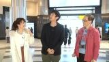 東京駅ロケの模様(左から)川田裕美、徳井義実、 佐々木直樹氏(東京駅フォトグラファー)(C)MBS