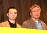 映画『LIVE FOR TODAY−天龍源一郎−』初日舞台あいさつに登壇した染谷将太(左)と天龍源一郎 (C)ORICON NewS inc.