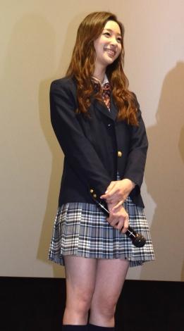 劇中に着ていた制服姿で登場した足立梨花 (C)ORICON NewS inc.
