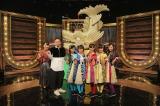 (左から)澤田彩香アナウンサー、鉄平、チームしゃちほこのメンバー(C)NHK