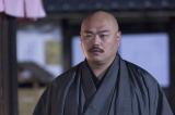 NHK・BSプレミアムで放送中のドラマ『幕末グルメ ブシメシ!』第5話より。仕出し「川原屋」の手代・与一(クロちゃん)の秘密も明らかに(C)NHK