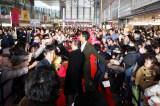 水谷豊、反町隆史が北九州凱旋。JR小倉駅に4000人超えのファンが集結、大熱狂