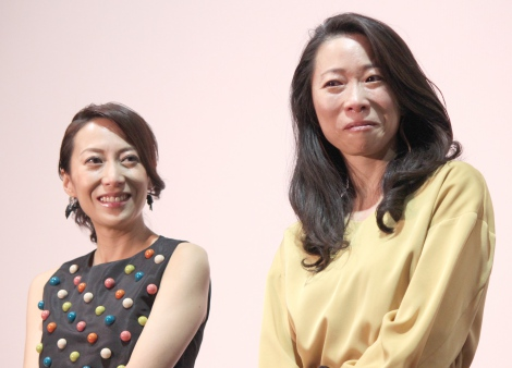 映画『ママ、ごはんまだ?』初日舞台あいさつに出席した(左から)一青窈、妙姉妹 (C)ORICON NewS inc.