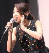 映画『ママ、ごはんまだ?』初日舞台あいさつで歌唱する一青窈 (C)ORICON NewS inc.