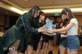 BNK48のメンバーと初対面したAKB48