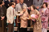 2015年『放浪記』東京公演千穐楽に駆けつけた青木さん
