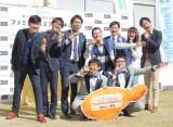 『M-1グランプリ2016優勝記念「ファミマプレミアムチキン100キロ」贈呈式』の模様 (C)ORICON NewS inc.