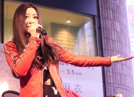 ニューアルバム『Smile』発売記念イベント『「Let'sスマイルキャンペーン」モザイクアート発表会』を行った倉木麻衣 (C)ORICON NewS inc.