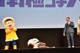 『映画ドラえもん のび太の南極カチコチ大冒険』完成披露舞台あいさつで「南極の人聞こえますかー?」とギャグを披露したサバンナ・八木真澄(中央) (C)ORICON NewS inc.