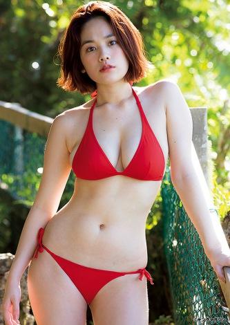 グアムで最高峰のBODYを披露した筧美和子(C)LUCKMAN/ヤングマガジン