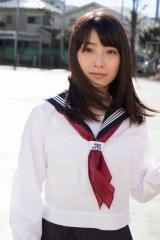卒業記念にかわいいセーラー服も披露(C)関根和弘/週刊プレイボーイ