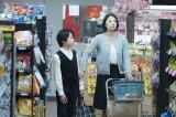 トモの同級生の母親役で小池栄子が出演(C)2017「彼らが本気で編むときは、」製作委員会