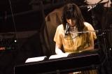 エレクトリックピアノで弾き語りも披露 撮影:田中聖太郎