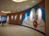 JALパックのツアー「冬の北海道でカチコチ大冒険!」北海道・しかりべつ湖コタンへ。その前に新千歳空港ターミナルビルにある「ドラえもん わくわくスカイパーク」に立ち寄って(C)ORICON NewS inc.