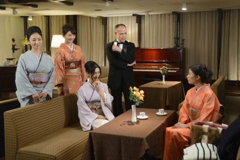 テレビ東京『こんにちは、女優の相楽樹です。』#2(3月13日放送)より。(左から)MEGUMI、おのののか、壇蜜、田中要次、相楽樹(C)テレビ東京