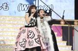 『こじまつり〜前夜祭〜』では元モーニング娘。の高橋愛とステージ共演(C)AKS