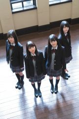 乃木坂46の3期生が学園グラビアを披露(C)Takeo Dec./集英社
