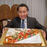 2月23日は俳優の北大路欣也の誕生日。74歳に! ドラマ『三匹のおっさん3』の撮影現場でお祝い(C)テレビ東京