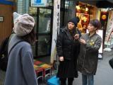 海原ともこと友近が街行く人々の「姉妹エピソード」を徹底調査(C)関西テレビ