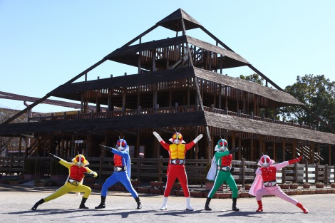 5色の仮面ライダー! 究極のスーパーヒーロー「仮面戦隊ゴライダー」とは何なのか。au「ビデオパス」で独占配信(C)2017「仮面戦隊ゴライダー」製作委員会 (C)石森プロ・テレビ朝日・ADK・東映