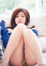 『ヤングマガジン』で水着姿を披露した大澤玲美 (C)岡本武志/ヤングマガジン