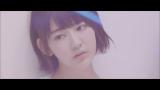 HKT48兼AKB48の宮脇咲良=坂道AKB「誰のことを一番 愛してる?」MVより