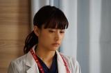 ドラマ『嘘の戦争』第8話(2月28日放送)より。わずかに言葉を取り戻した興三が口にした「千葉陽一」と浩一との関係を疑う楓(C)関西テレビ