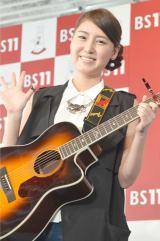 """ギター1本で全国のスナックを回る""""平成のギター流し""""おかゆ (C)ORICON NewS inc."""
