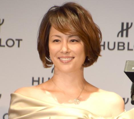 報道陣の声かけに苦笑いを浮かべた米倉涼子=『HUBLOT LOVES WOMEN AWARD for Entrepreneurship』の表彰式にプレゼンター (C)ORICON NewS inc.