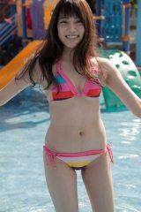 AKB48の入山杏奈が初写真集『美しい罪』を発売