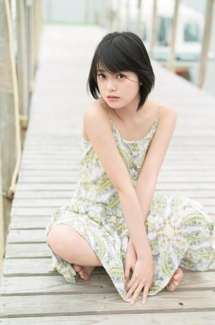 サムネイル 沖縄で素顔を見せた欅坂46・平手友梨奈 (C)細居幸次郎/集英社