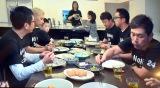 出演者一同で加藤浩次の豪邸での朝食を堪能(画像は番組内のもの)