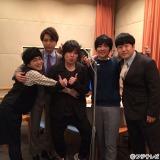 (左から)加藤諒、山崎育三郎、阪井一生(flumpoolギター)、山村隆太、森田甘路(C)フジテレビ