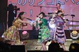 武道館ライブ『PPAPPT』でももクロの派生ユニット『マス寿司三人前』とコラボしたピコ太郎