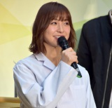 白衣姿で登場した篠田麻里子 (C)ORICON NewS inc.