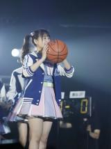 フリースロー対決に登場した朝長美桜=『つぶやきFES 博欅場所〜GUM ROCK FES2〜』の模様