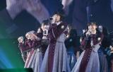 HKT48のデビュー曲「スキ!スキ!スキップ!」を披露した欅坂46