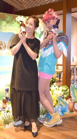 ヘアケアブランド『Ahalo Butter』の新商品発表会に出席した(左から)小森純、ぺえ (C)ORICON NewS inc.